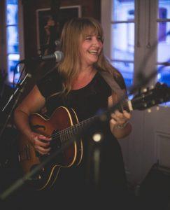Leonie Evans in Concert